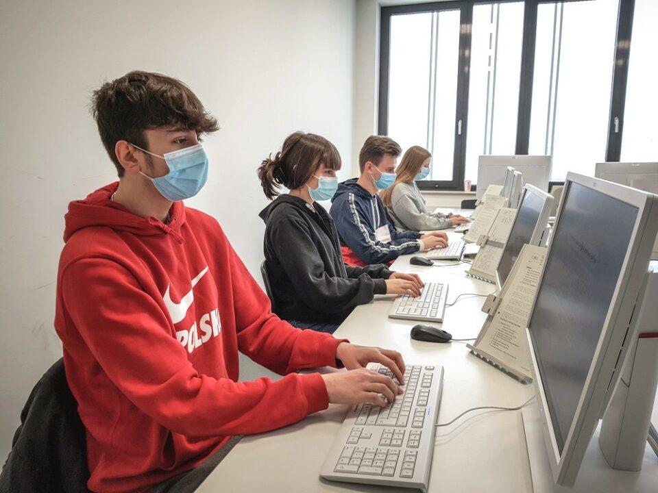 Unterricht an der CHS mit Mund-Nasen-Schutz